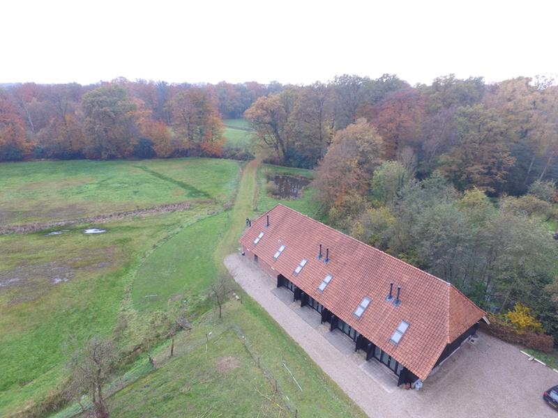 De groepsaccommodatie in Twente van bovenaf.