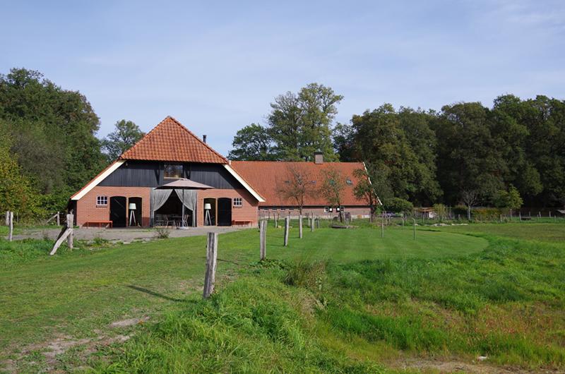De groepsaccommodatie in Twente van een afstand.