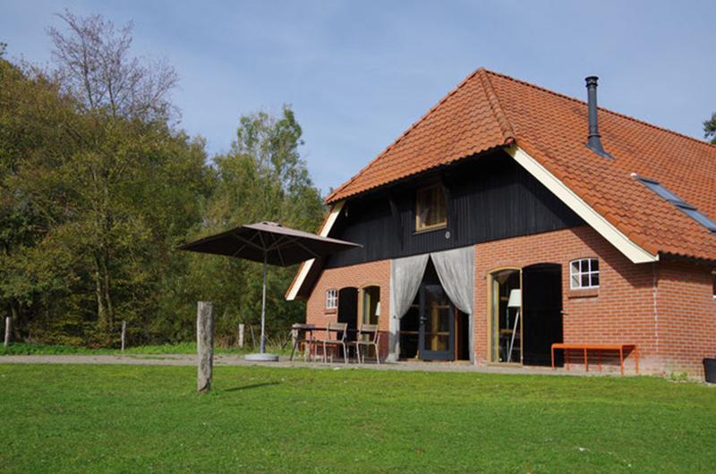 De voorkant van de groepsaccommodatie in Delden.