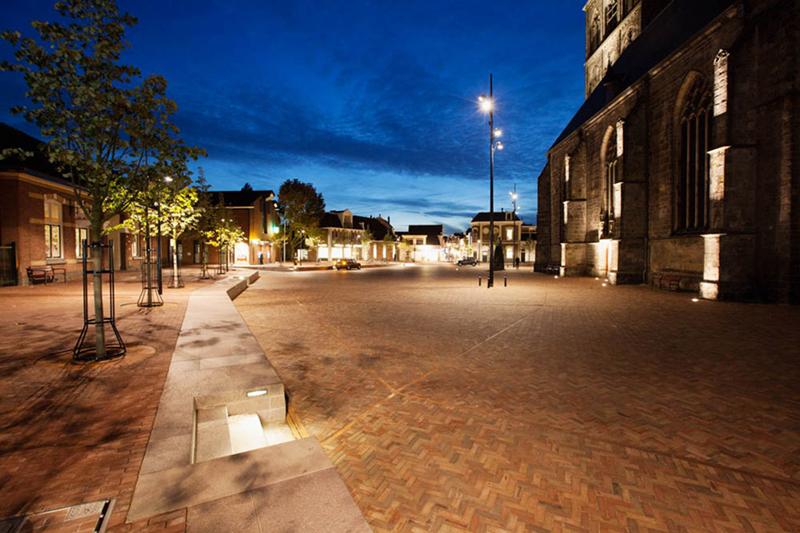 Het centrum van Oldenzaal in de avond.