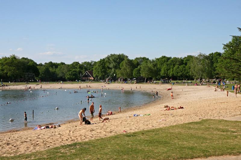 Het strand bij Hulsbeek.