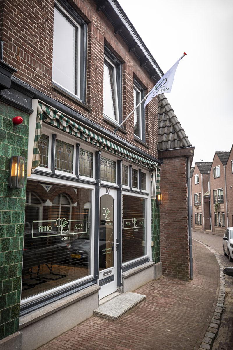 De entree van de groepsaccommodatie in Oldenzaal.