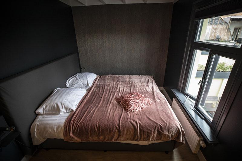 De slaapkamer van de groepsaccommodatie in Oldenzaal.