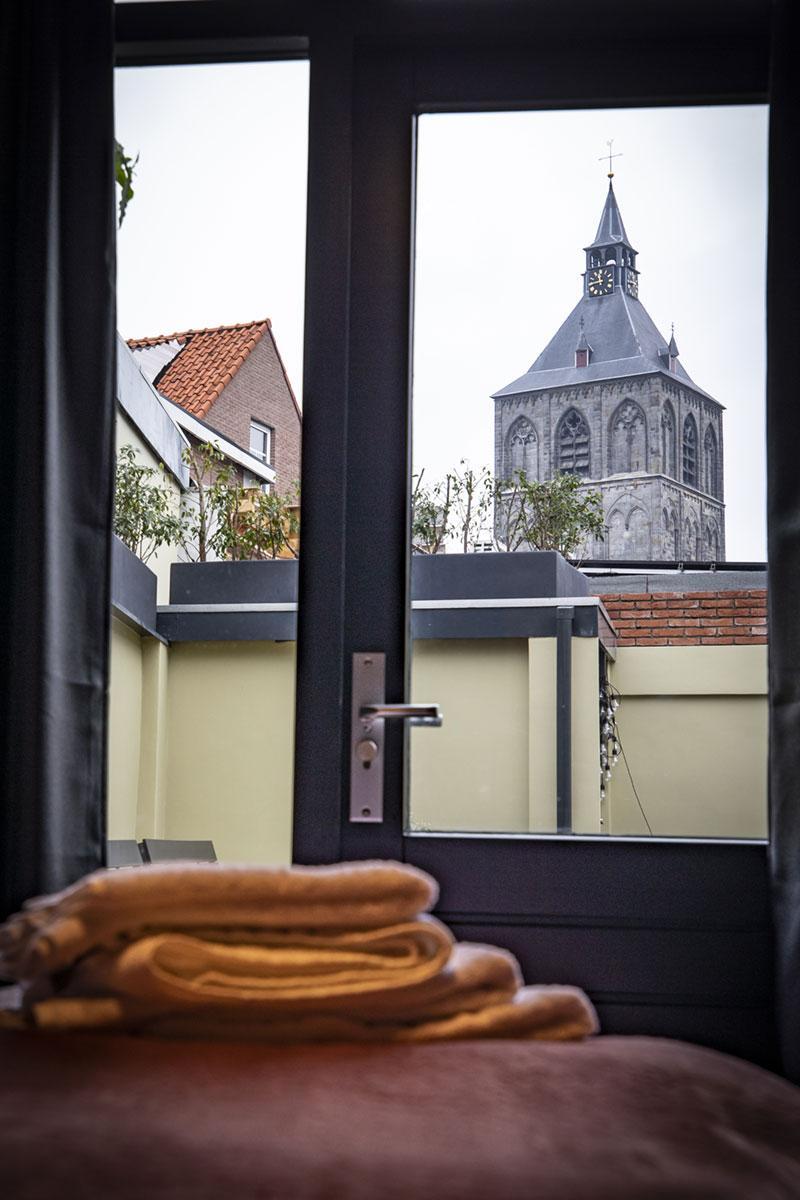 Het uitzicht uit het raam van de groepsaccommodatie in Oldenzaal.